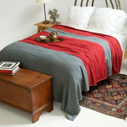Swans-Island-Rangeley-Blanket in Graphite and Cayenne Red. Washable organic merino and cotton blanket, made in Maine